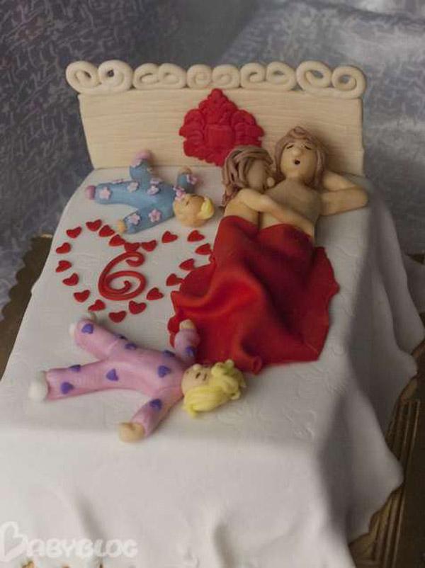 Торт на 1 год свадьбы кровать дети