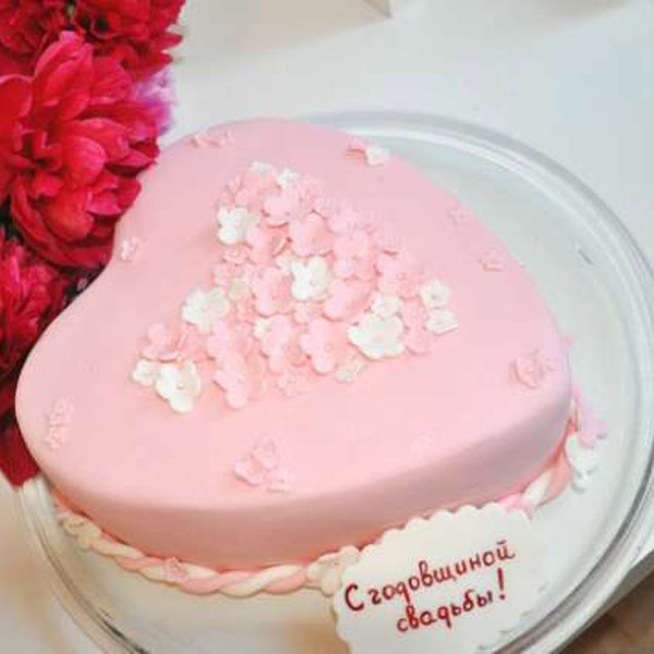 Торт на 1 год свадьбы форма сердце розовый