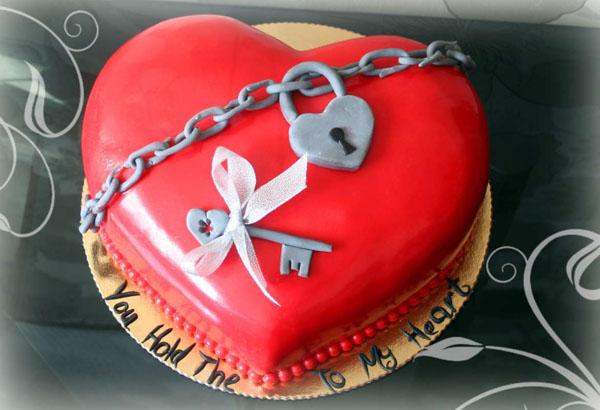 Торт на 1 год свадьбы сердце с замком и ключом