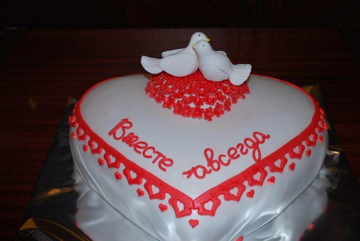 Торт на 1 год свадьбы сердце с голубями