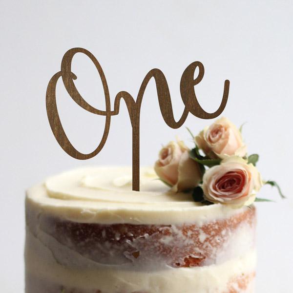 Торт на 1 год свадьбы с топпером и живыми цветами