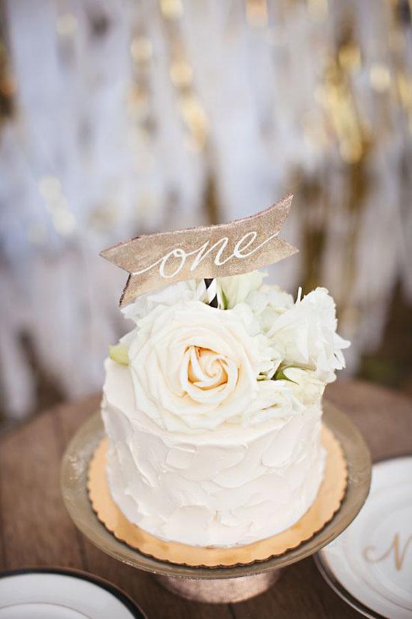 Торт на 1 год свадьбы с топпером и розой