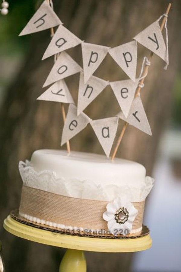 Торт на 1 год свадьбы с топпером и вывеской