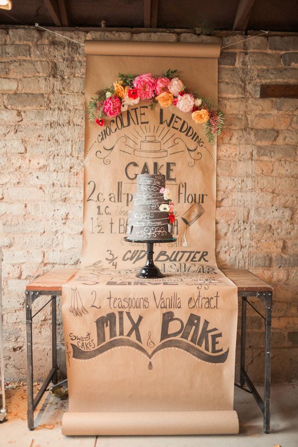 Оригинальная подача торта на 2 года свадьбы