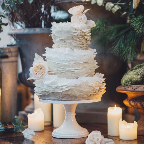 Шикарный торт в виде кусков бумаги