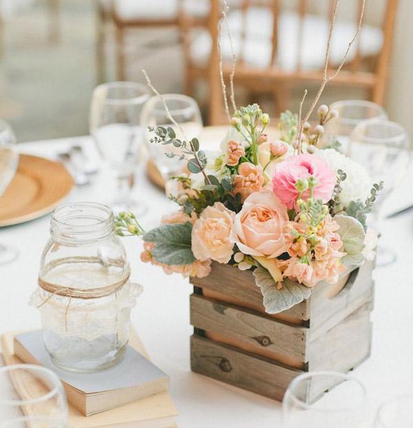 Букет цветов оформленный в деревянном стиле