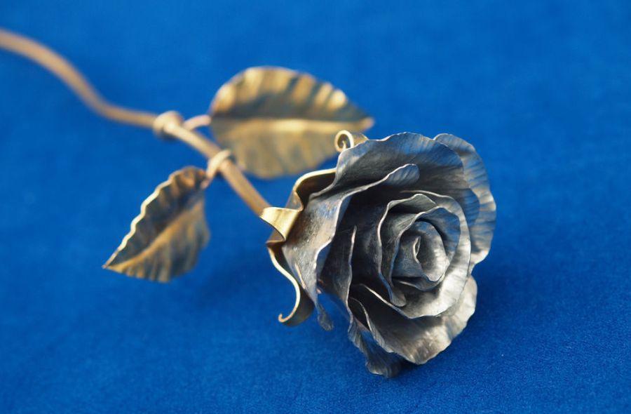 роза из жести