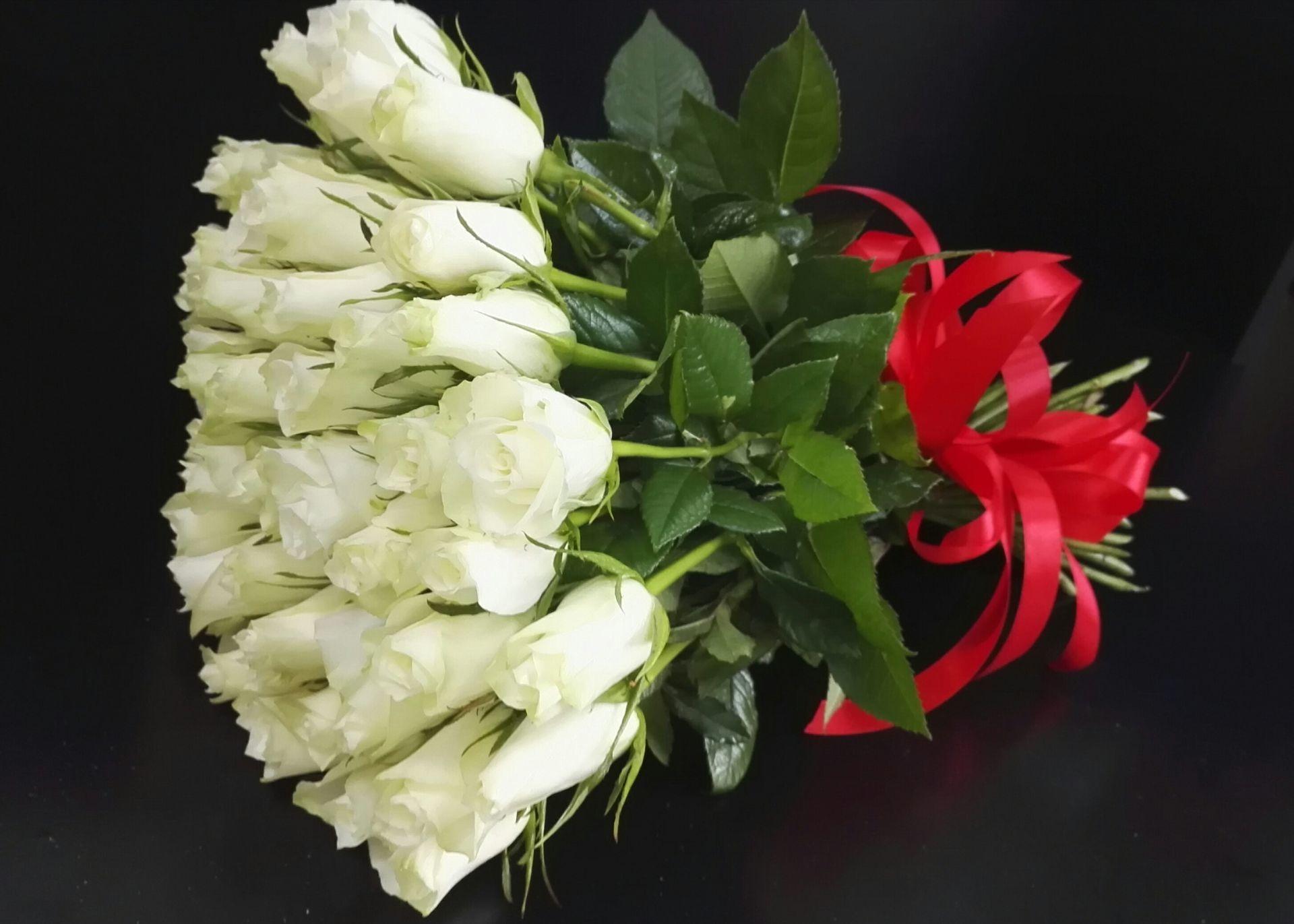 белые розы на 25 лет свадьбы